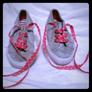Grey and pink tennis shoes.
